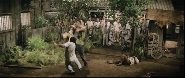 マシオ駒には、フランキー堺と合体してフランキー堺がドロップキック
